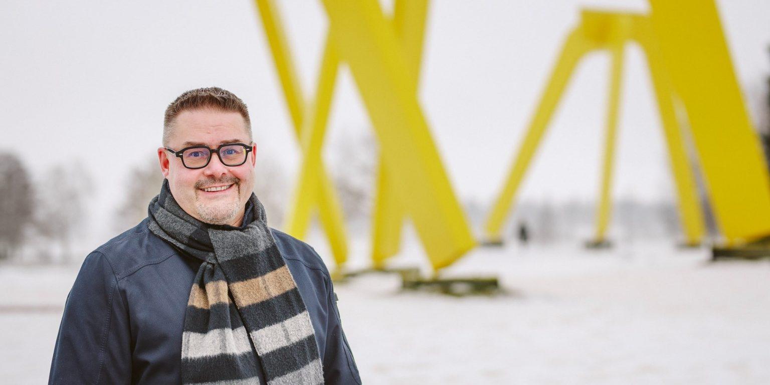 Vesa müller Järvenpään kuntavaaliehdokas puistossa